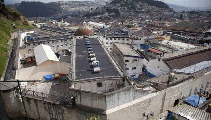 Gangsteru grupējumu cīņas novedušas pie rekordliela slepkavību skaita Ekvadoras cietumos