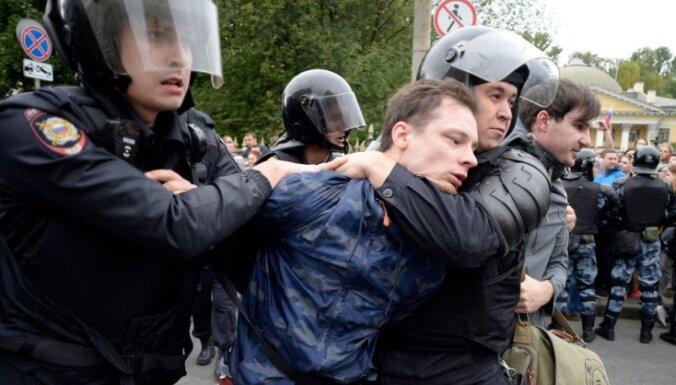 ФОТО: На акциях протеста в России задержаны 839 человек
