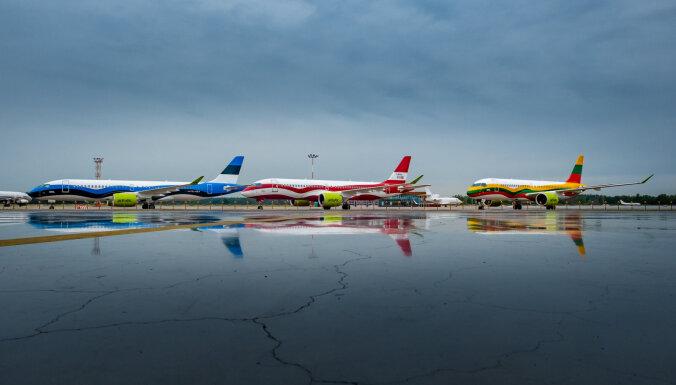 ФОТО: airBaltic раскрасила свои самолеты в цвета стран Балтии