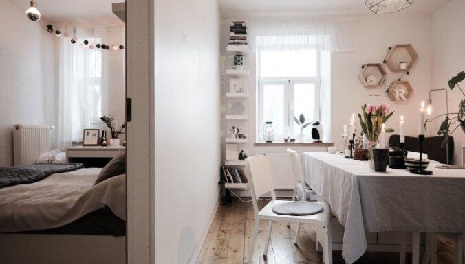 Dzīve šaurībā: trīs stāsti par miniatūriem dzīvokļiem Latvijā