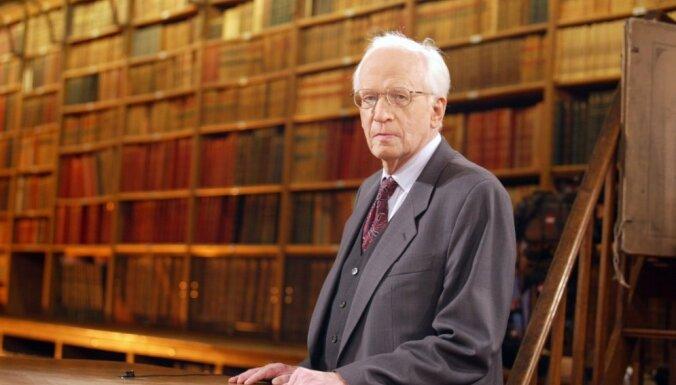93 gadu vecumā miris vēsturnieks Ernsts Nolte