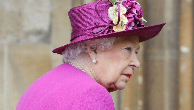 Британская королева осталась без личного бара из-за пьянства свиты