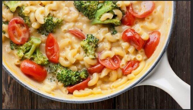 Vakariņas krēmīgā siera mērcē: 14 receptes neaizmirstamam garšu baudījumam
