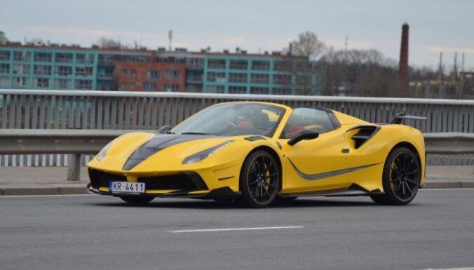 ФОТО: На улицах Риги замечен новейший суперкар за сотни тысяч евро