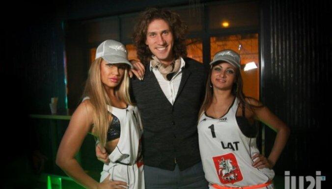 Volejbolists Samoilovs valdzina naktskluba dejotājas