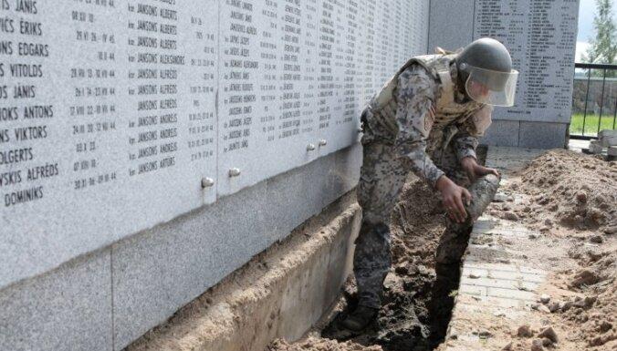 Zemessardze neitralizē Lestenes brāļu kapos atrasto artilērijas lādiņu