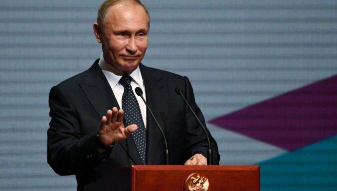 'Fox' žurnālists sola atvainoties Putinam ne agrāk kā pēc sešiem gadiem