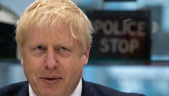 Džonsons pauž nožēlu par 'Brexit' atlikšanu