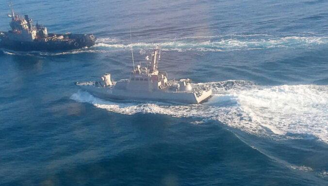 Украина сообщила об обстреле и захвате ее катеров российскими кораблями в Черном море