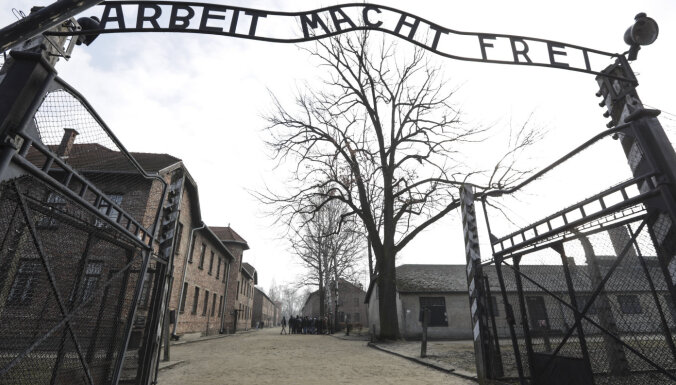 Освенцим на елке. Amazon снял с продажи игрушки с изображением концлагеря