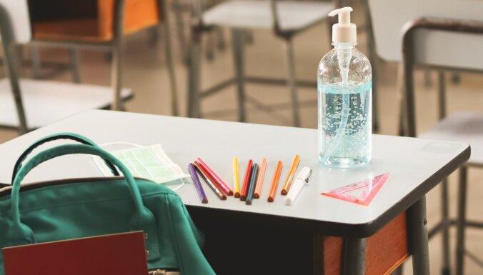 МОН предлагает ввести еженедельное тестирование на Covid-19 для работников школ высокого риска