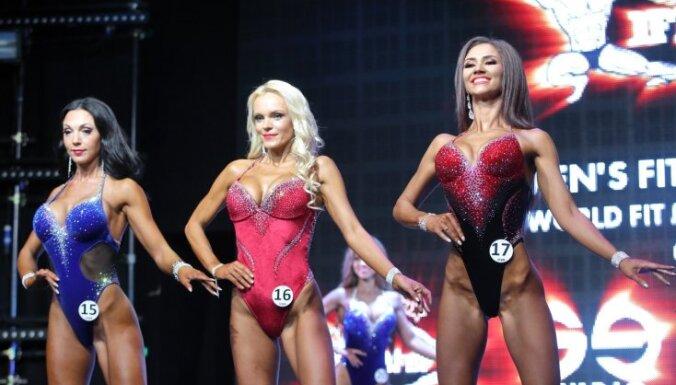 Foto: Rīgā krāšņi izskan bikini daiļavu konkurss