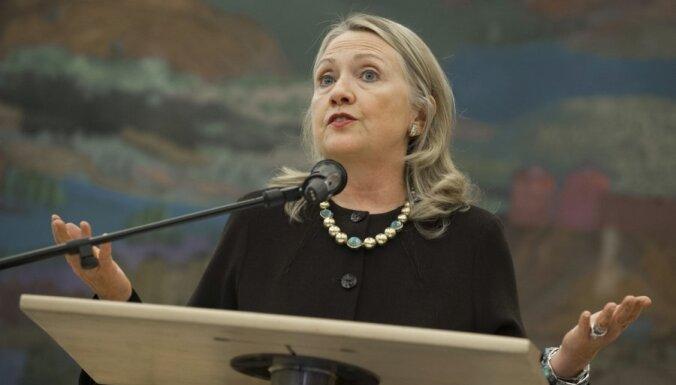 Хиллари Клинтон упала в обморок и получила сотрясение мозга