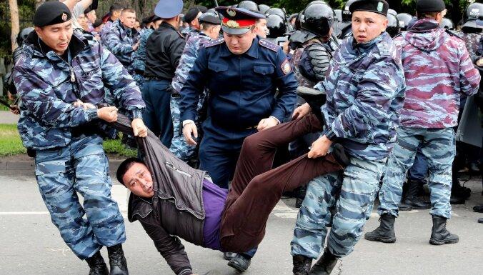 ФОТО. В день выборов в Казахстане задержаны около 100 протестующих