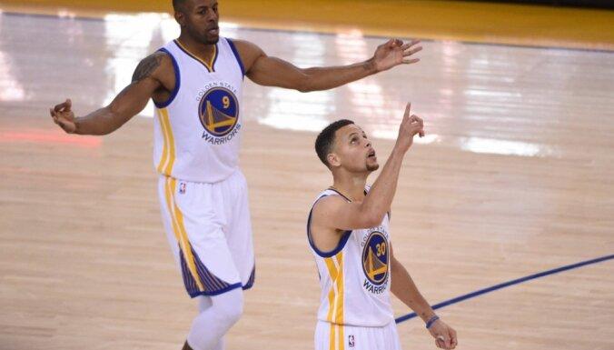 'Warriors' izcīna 73. uzvaru un labo Maikla Džordana 'Bulls' rekordu