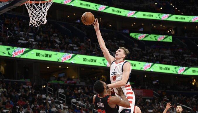 ФОТО, ВИДЕО: Латвийский баскетболист Анджей Пасечник дебютировал в НБА
