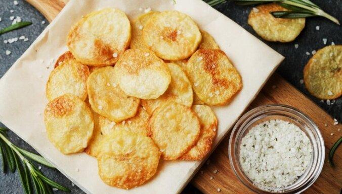 Kraukšķīgi un garšīgi – kā pašam mājās pagatavot kartupeļu čipsus