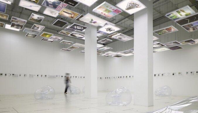 Berlīnē atklāta latviešu dizaineres Annas Buteles veidota izstāde
