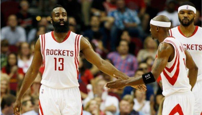 NBA izslēgšanas spēļu otrajā kārtā iekļūst arī Hjūstonas 'Rockets'