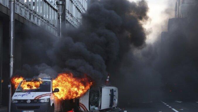 В Брюсселе протесты против повышения цен на топливо переросли в беспорядки (ФОТО)