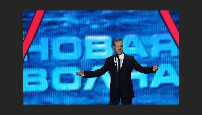 """В Сочи стартовала """"Новая волна"""": упреки в адрес Юрмалы, Медведев и Бусулис"""