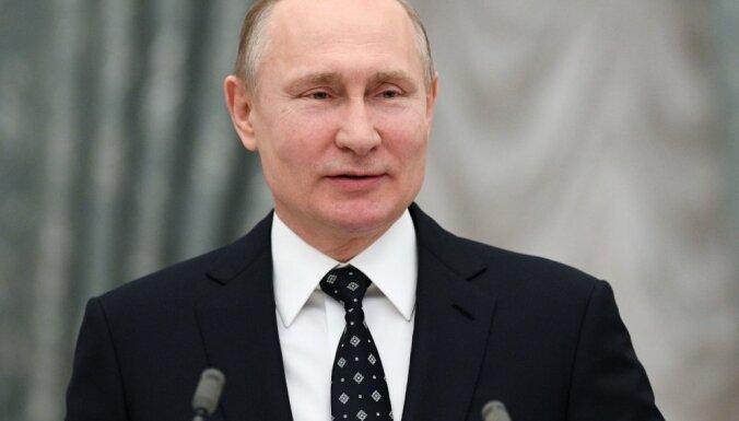Krievija turpinās dabasgāzes piegādi caur Ukrainu, pauž Putins