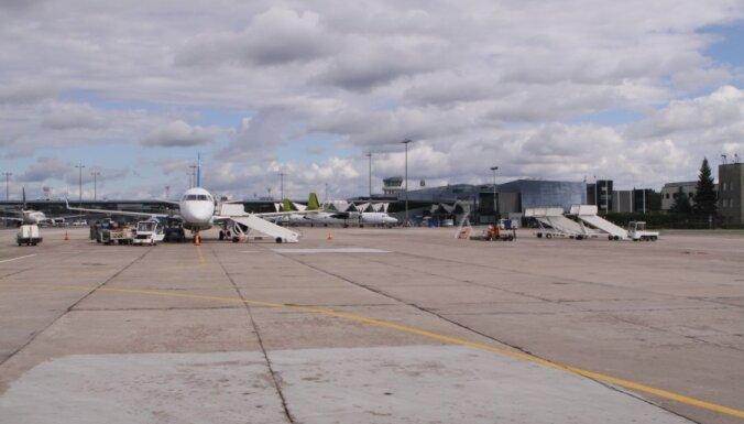 Motorā iekļuvušu putnu dēļ lidostā 'Rīga' kavējas reiss uz Stokholmu