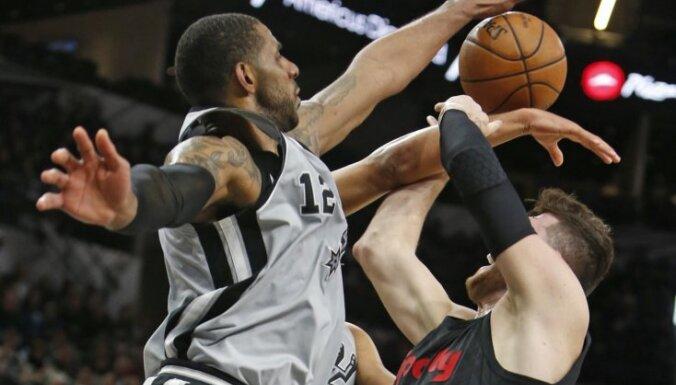 Bertāna pārstāvētā 'Spurs' izcīna svarīgu uzvaru pār 'Trail Blazers'