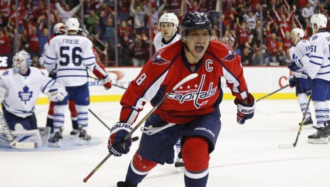 Овечкин оформил хет-трик и единственным в НХЛ забросил за сезон 50 шайб