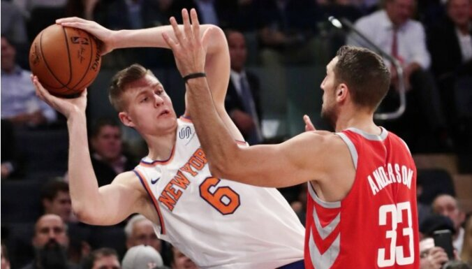 Porziņģa iespaidīgā rezultativitāte apraujas 'Knicks' smagā zaudējumā 'Rockets'