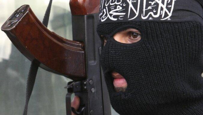 Pakistānā teroristi mēģina piespiest mazu meiteni kļūt par pašnāvnieci spridzinātāju