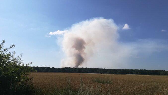 Foto: Salas novadā izcēlies meža ugunsgrēks