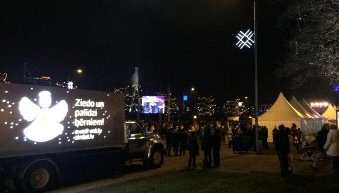 Новый год в центре Риги встретили 45 000 человек
