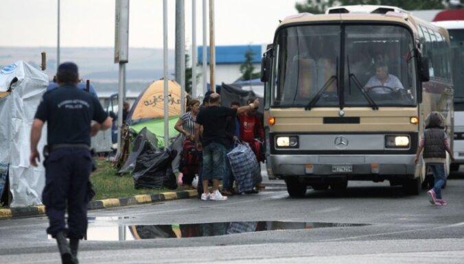 Grieķija 35 aktīvistus apsūdz migrantu kontrabandā
