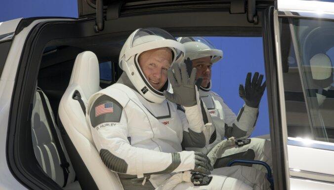 Человек в космосе — на частной ракете: SpaceX Илона Маска готовится к запуску