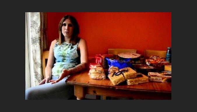 Sieviete paniski baidās no dārzeņiem un 16 gadus ēd tikai ātrās uzkodas