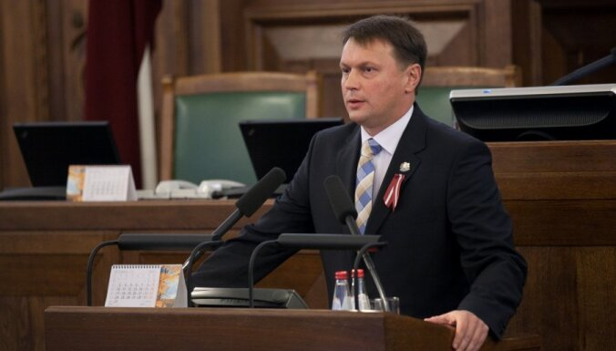 Агешин: гражданами нужно признавать выпускников всех аккредитованных в Латвии школ
