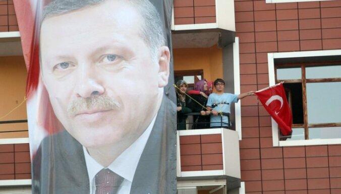 Turcijas premjers brīdina protestētājus, ka pacietība izsīkst