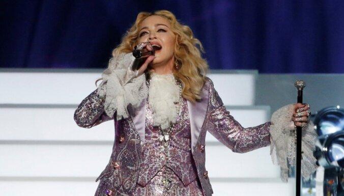 """Мадонна приехала на """"Евровидение"""" со стиральными машинами и лифтом"""