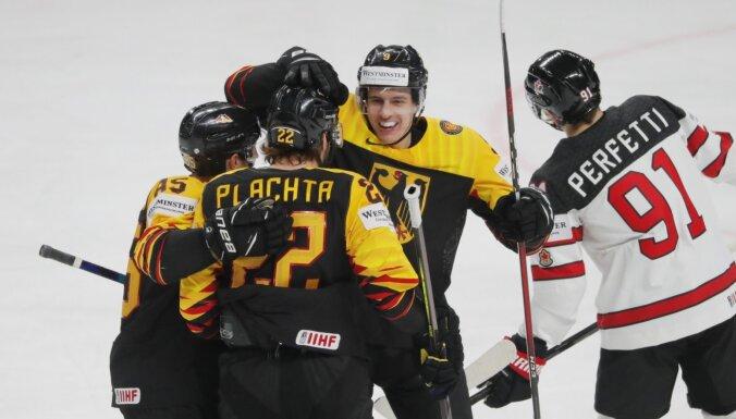 Kanādas hokejisti pēc zaudējuma Vācijai nonāk bezdibeņa malā