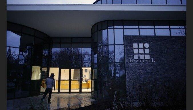 Francijā miris vīrietis, kurš piedalījies jauna medikamenta izmēģināšanā