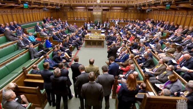 Lielbritānijas parlaments vēlreiz noraida alternatīvos 'Brexit' scenārijus
