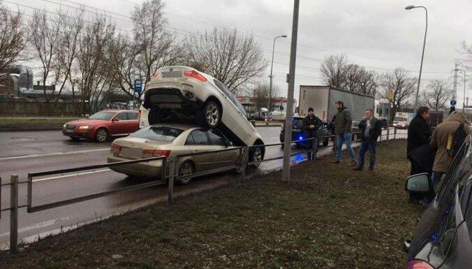 Foto: Policija notver augsta līmeņa profesionāli – BMW zagli