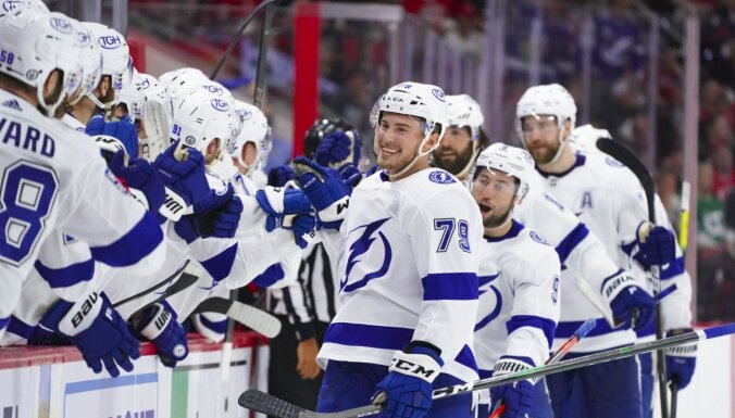Tampabejas 'Lightning' iekļūst Stenlija kausa izcīņas pusfinālā