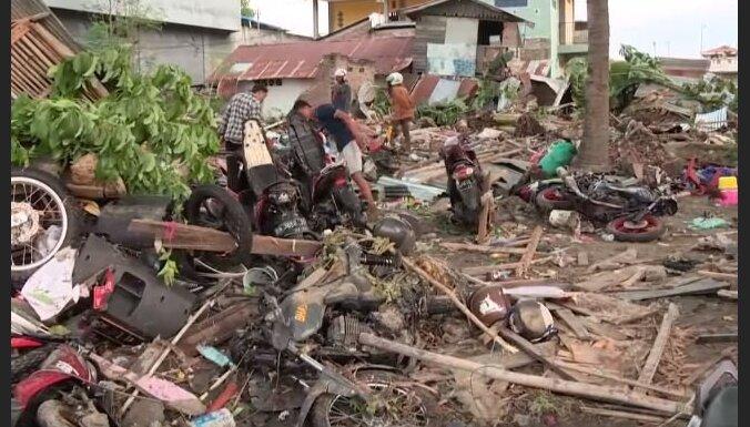 Indonēzijas zemestrīcē un cunami bojāgājušo skaits sasniedz vismaz 832
