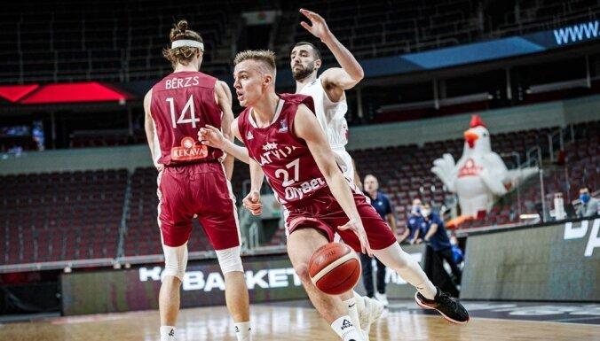 Latvijas basketbolisti atkal zaudē dramatiskā galotnē un EČ kvalifikāciju noslēdz ar vienu uzvaru