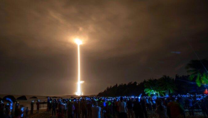 Foto: Ķīna nosūta raķeti pēc Mēness paraugiem