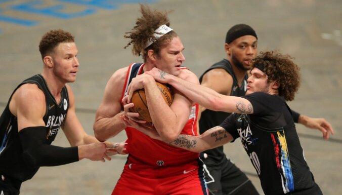 'Wizards' zaudējumā netrāpa trīspunktniekus; treneris norāda uz Bertāna iztrūkumu