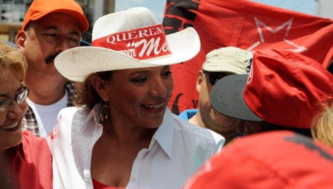 Hondurasas bijusī pirmā lēdija kandidēs uz prezidenta amatu