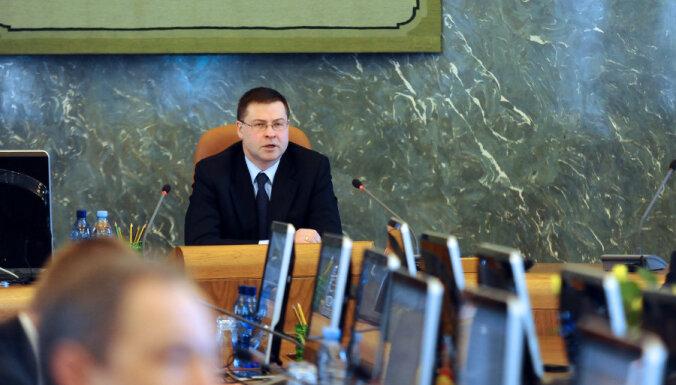 Valdība apstiprina izmaiņas Darba likumā; samazinās pieļaujamo virsstundu skaitu